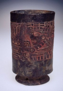 Footed cylinder vessel