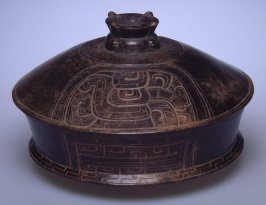 Basal flanged lidded vessel