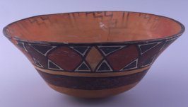 Bowl with hourglass pattern