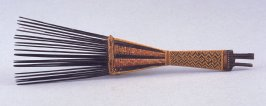 Hair comb with geometric pattern