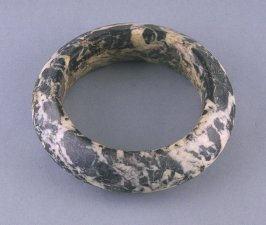 Bracelet with black and white marbling