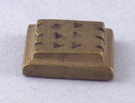 "Goldweight with ""E"" design"