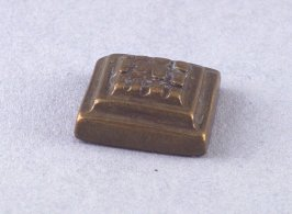 Goldweight with squares in pattern