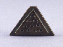 Triangular goldweight