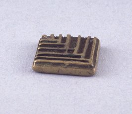 """Goldweight with """"E"""" design"""