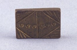 Goldweight with cross hatch pattern