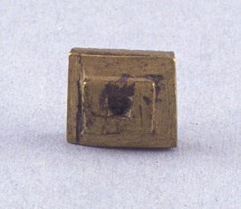 "Goldweight with ""C"" design"