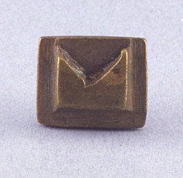 Goldweight with bow tie design