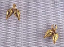 Clasp with Two Pair of Pendants