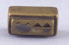 Goldweight with triangle and diamond design