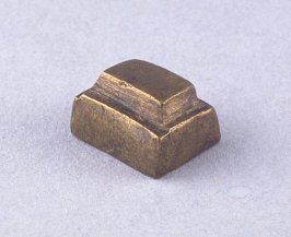 Goldweight with square patterns