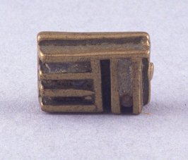 Goldweight with comb design