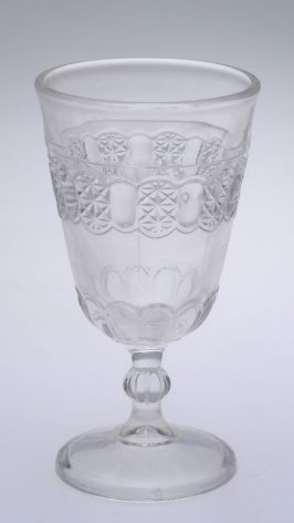 Wine glass Cottage pattern