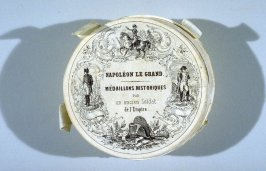 """Napoléon le Grand - Médaillons Historique (by """"an old soldier of the Empire"""") in round box"""