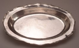 Oval tray (charger)