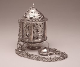Thurible with chain