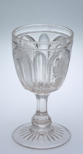 Footed tumbler with Victoria pattern