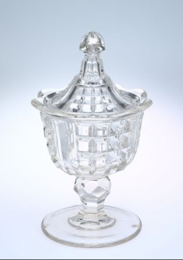 Sugar bowl with pagoda finial lid