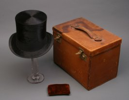 Man's top hat, cleaning pad and case