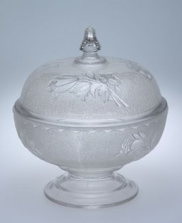 Footed compote with lid