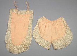 Ensemble: camisole and underpants