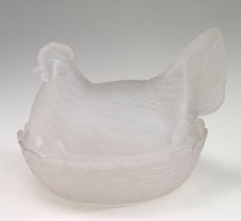 Covered dish in shape of hen