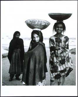 3 Girls by the Lake, Ronet Rajastan, India