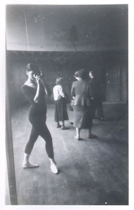 Untitled (Artist in mirror), Illustration 38 in the book Sketchbook (Europe, Ballet)