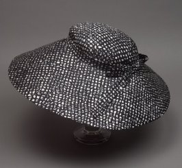 Woman's hat (worn with 1985.44.456)