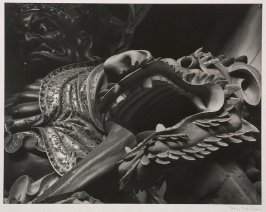 A temple guardian and dragon placed at the entrance of Hsi Shan (West Mountain) Buddhist Temple to frighten evil spirits away.
