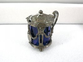 Mustard pot with hinged lid