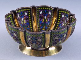 Bowl with eight panel design
