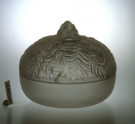 Lidded bowl with leaf pattern