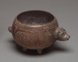 Bowl with animal sticking out and with Four Supports