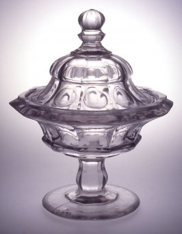 Sweetmeat dish with cover