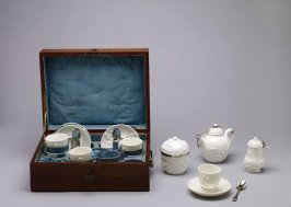 Necessaire and tea service