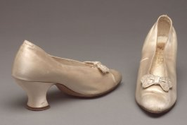 Pair of wedding shoes (with dress 1981.55.1)