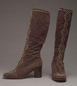 Pair of woman's boots cloute