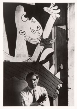 Picasso in front of his painting Guernica