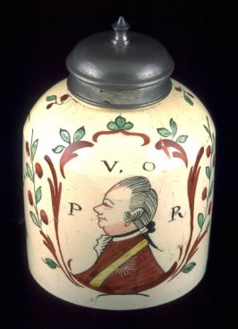 Tea Caddy with cover with portraits of Prince William of Orange and his wife Sophia Wilhelmina