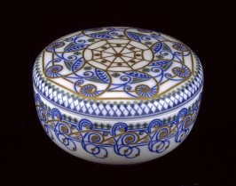 Bon bon dish with lid