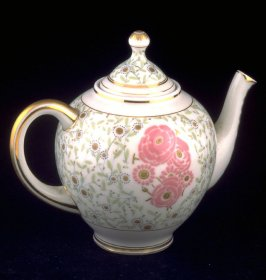Teapot with lid