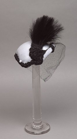 Woman's hat with hat pin