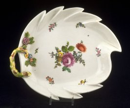 Serving dish with handle