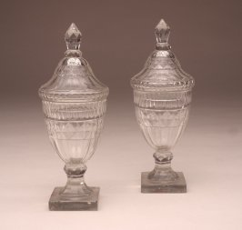 Small urn with lid