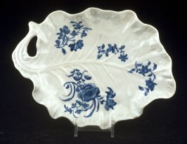 Leaf-shaped dish