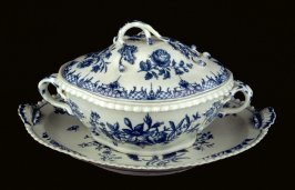 Tureen with cover and stand dish