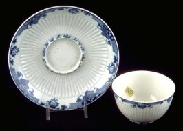 Tea bowl and trembleuse saucer