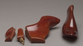 Pair of shoe trees in six parts