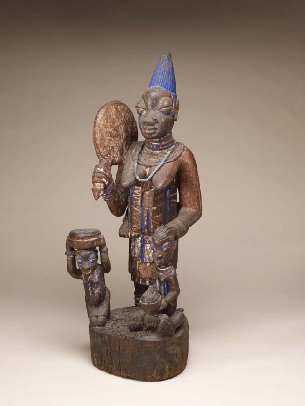 Shrine figure: standing female with two attendants and child